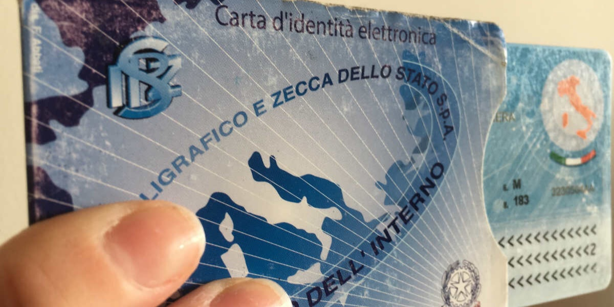 Il Comune di Torino elimina la versione cartacea della carta d'identità