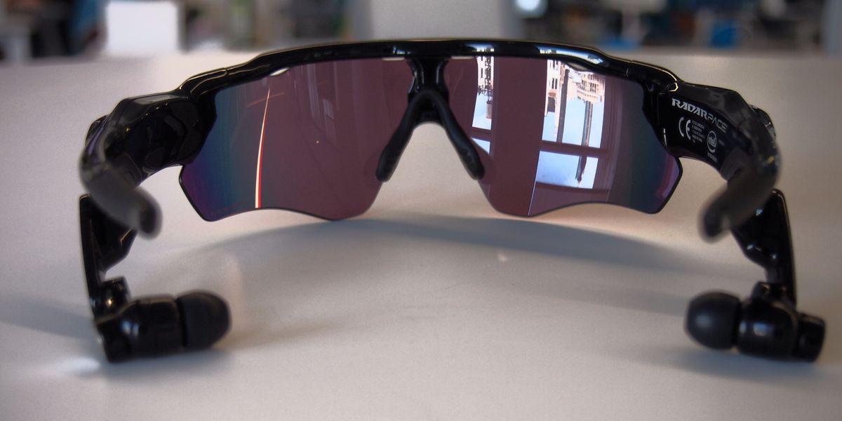 Oakley Radar Pace, Luxottica e Intel lanciano gli occhiali smart